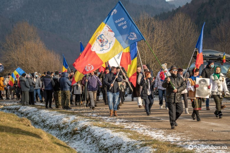 Az úzvölgyi katonatemetőben ünnepelte december elsejét A Nép Útja egyesület