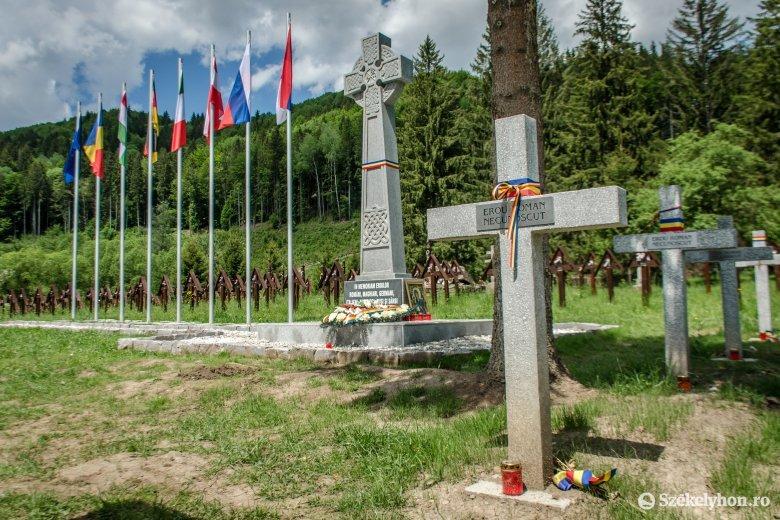 Az ortodox egyesület mellett a románok civil fóruma is az úzvölgyi katonai temetőnél ünnepelné a hősök napját