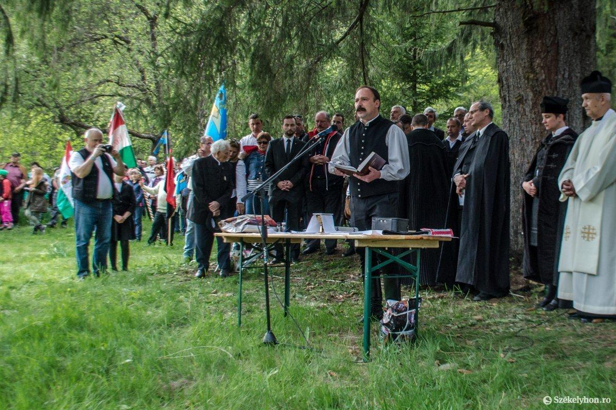 https://media.szekelyhon.ro/pictures/csik/uzvolgye/o_okumenikusmise-uzvolgye-pnt-14.jpg
