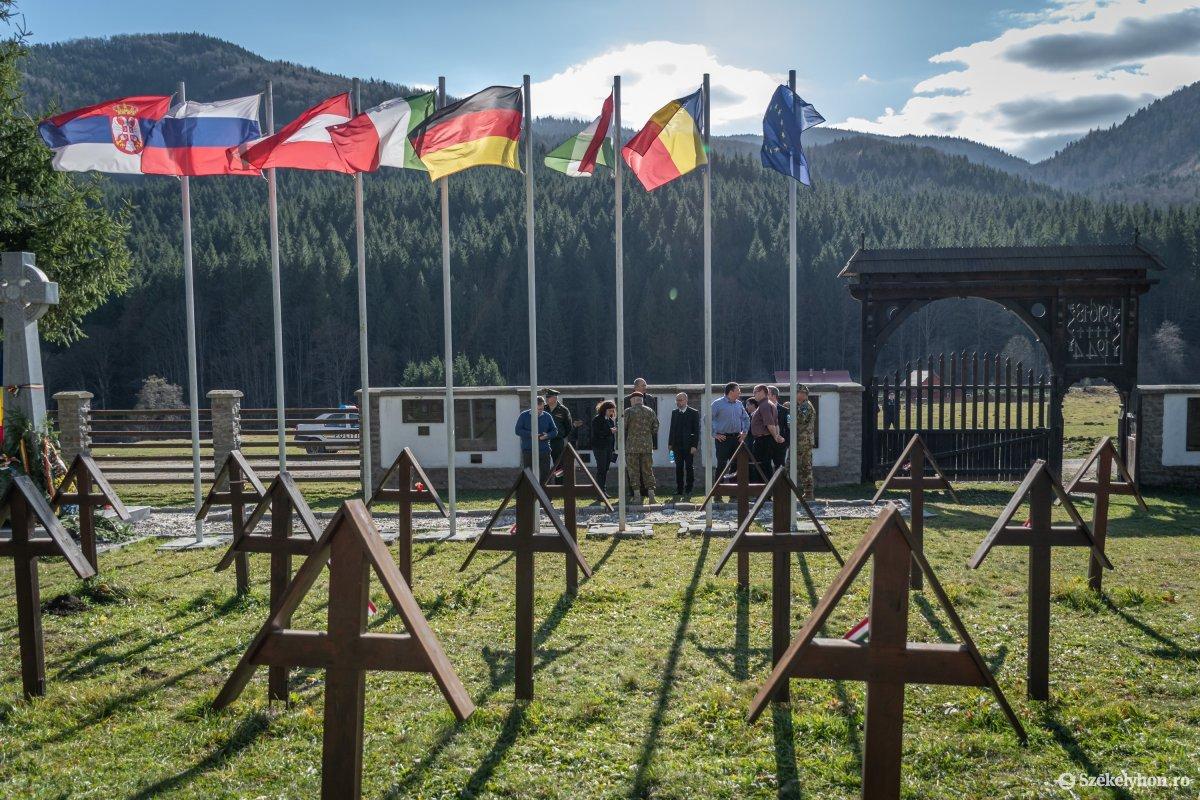 Magyar, román, német és orosz hadisírgondozó hivatalok képviselői tájékozódtak az úzvölgyi temetőben