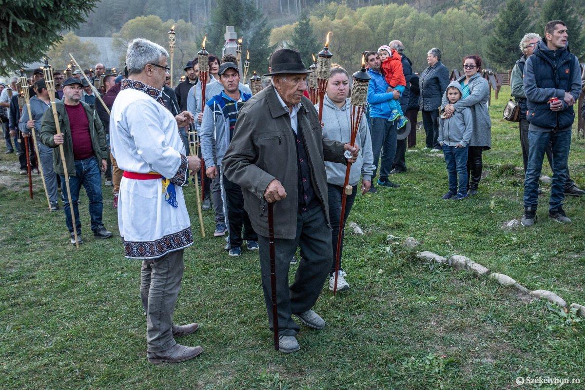https://media.szekelyhon.ro/pictures/csik/uzvolgye/o_uzvolgyi-romanhadseregnapja-pnt-23.jpg