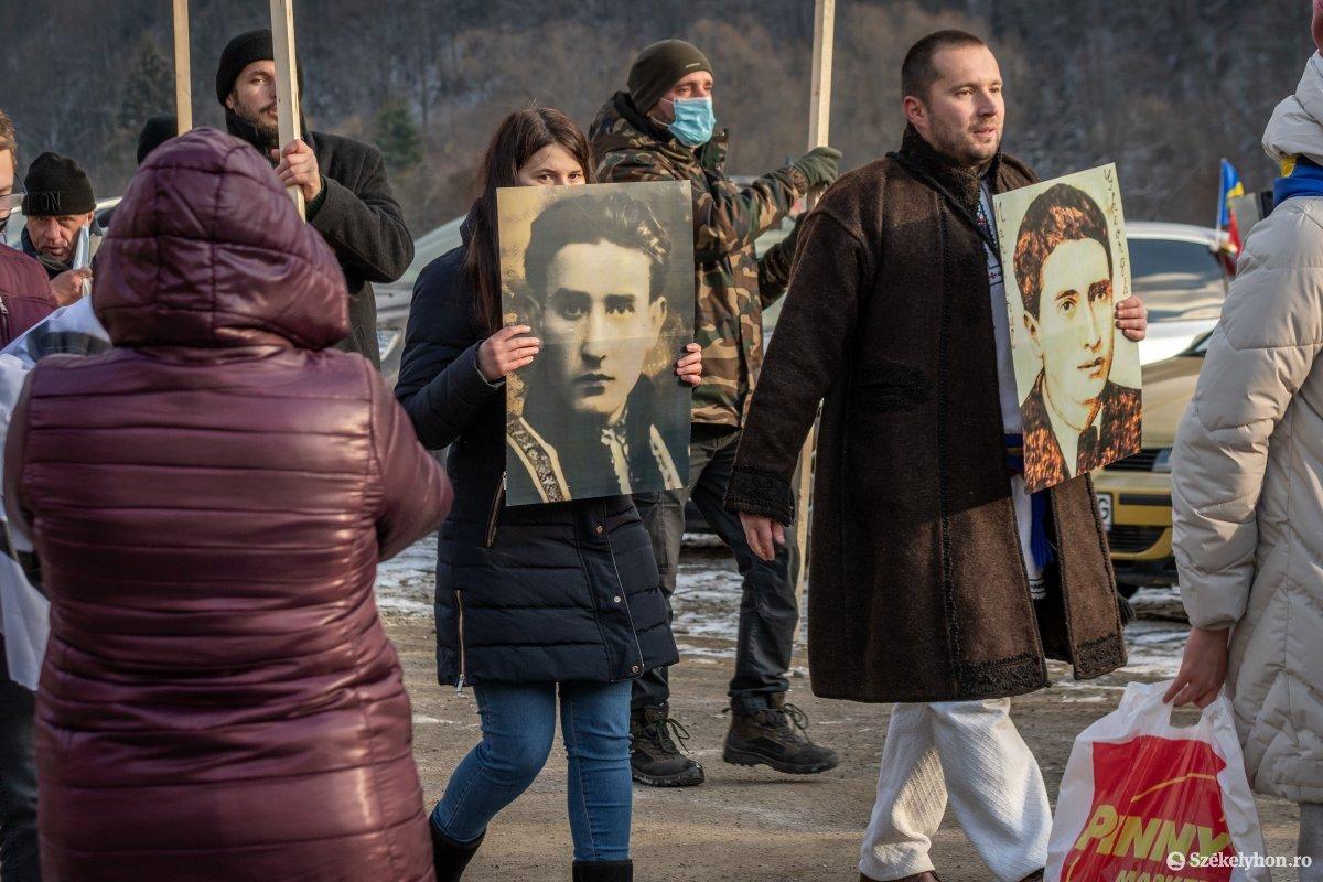 https://media.szekelyhon.ro/pictures/csik/uzvolgye/o_uzvolgyi-romanunnepseg-dec1-pnt-15.jpg