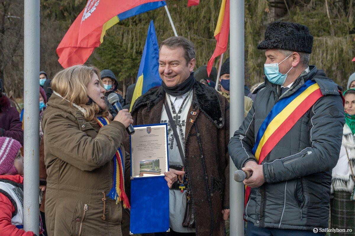 https://media.szekelyhon.ro/pictures/csik/uzvolgye/o_uzvolgyi-romanunnepseg-dec1-pnt-33.jpg