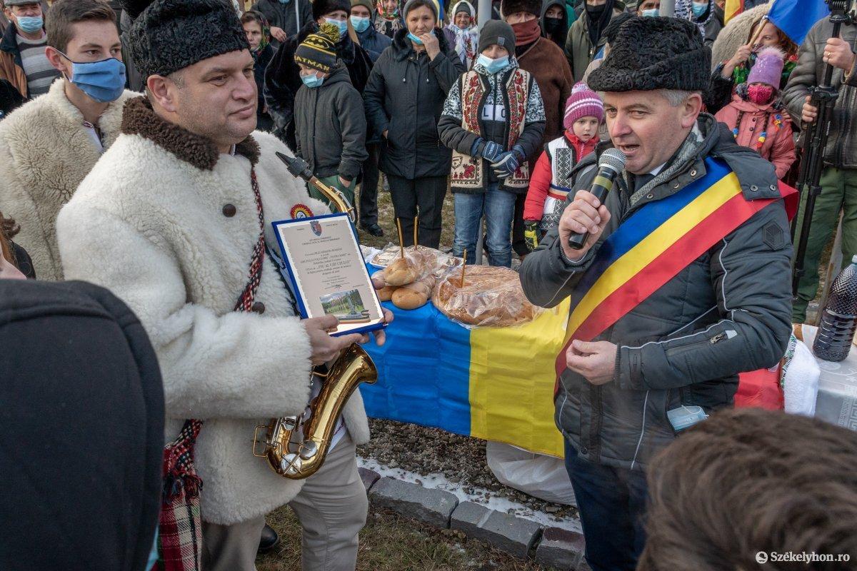 https://media.szekelyhon.ro/pictures/csik/uzvolgye/o_uzvolgyi-romanunnepseg-dec1-pnt-35.jpg