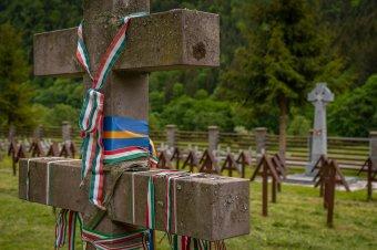 Az úzvölgyi temetőre vonatkozó iratok kiadására kötelezték Bákó megye prefektusát