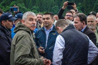 """Úzvölgyi temetőbotrány – a bukaresti """"tömegoszlató"""" Sebastian Cucoș irányította a csendőrök akcióját"""