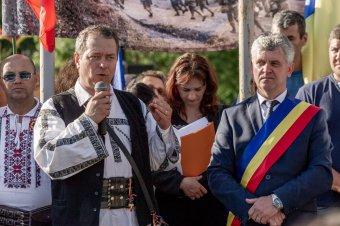 Tîrnoveanu szerint buldózerek fenyegetik a románok keresztjeit az úzvölgyi temetőben