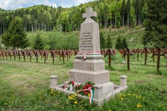 Vitatott megyehatár, kétségbe vont történelem – bár Csíkszentmárton része, a románok temetőstül maguknak követelik Úzvölgyét