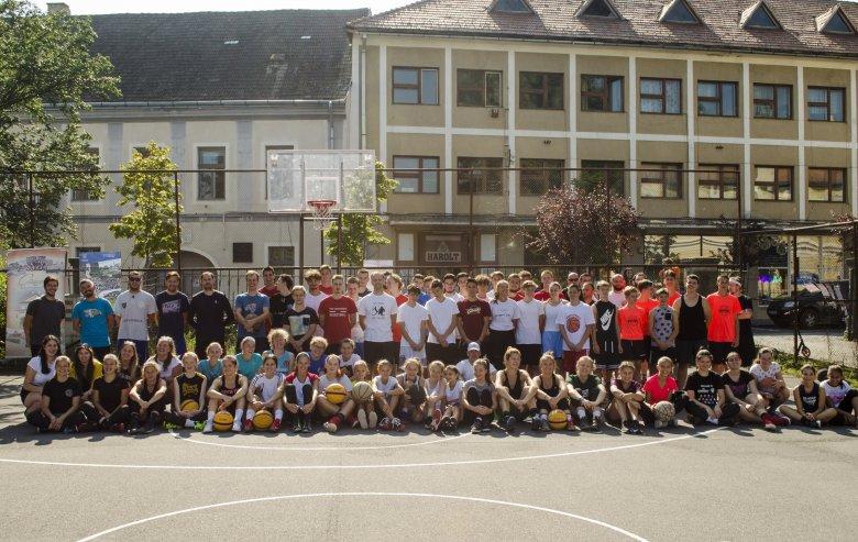 Huszonkét csapat kosárlabdázott