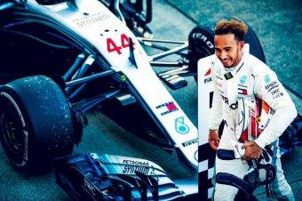 Hamilton hosszabbított, idén még a Mercedesnél marad