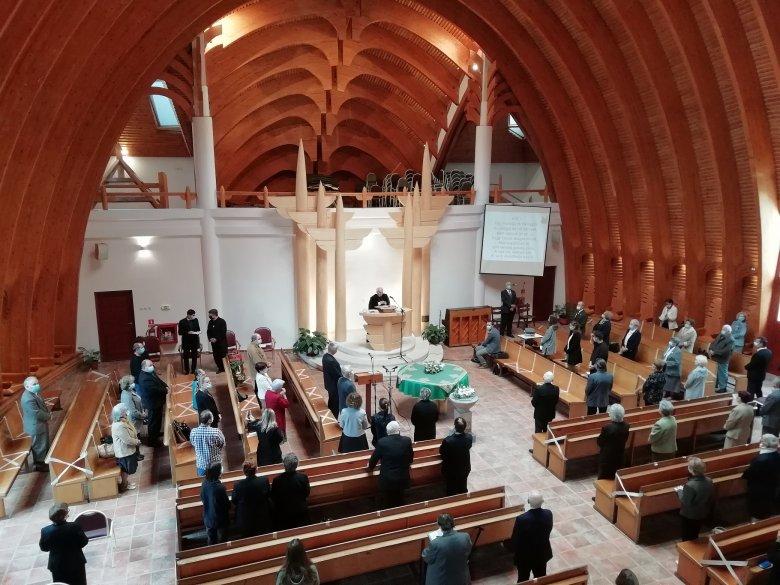 Lehet karácsonyi misét, istentiszteletet tartani – Kató Béla a kormány és az egyházak megállapodásáról