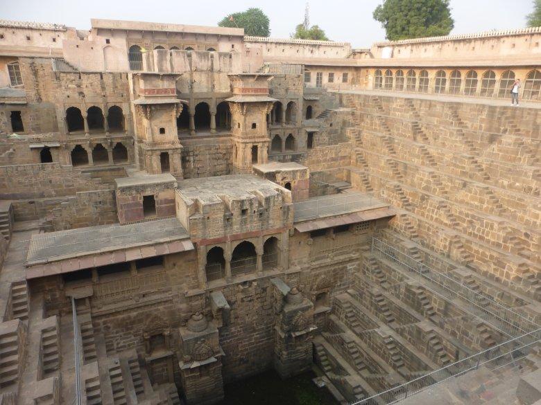 A sokszínű indiai hitvilág – turistaszemmel a világhírű nevezetességek és a mindent behatároló szegénység árnyékában