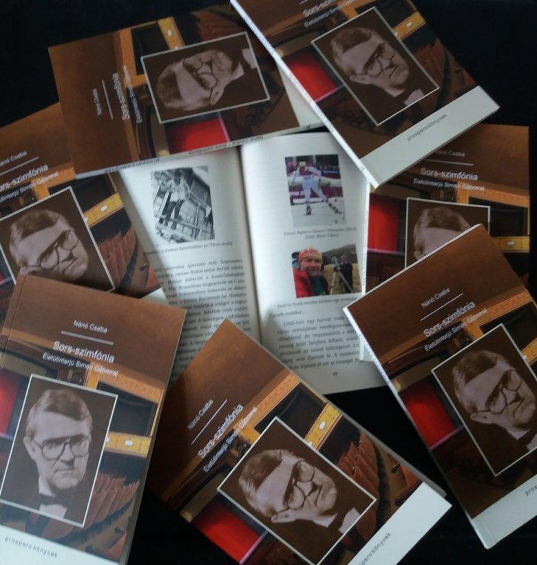 Mint egy szimfónia – életinterjúkötet Simon Gáborral