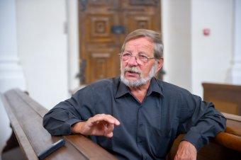 Újrakezdést vár Marosvásárhely – beszélgetés Ötvös József nyugalmazott református lelkipásztorral