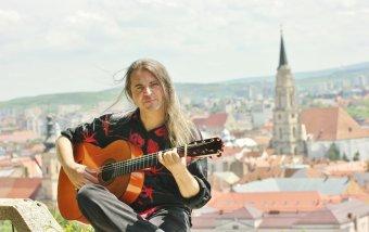Ha a táj szól hozzád, válaszolj – beszélgetés András Vargas gitárossal, képzőművésszel