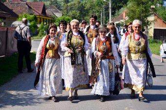 Barcasági csángó közösség: az ősmagyar vallásból merített motívumok