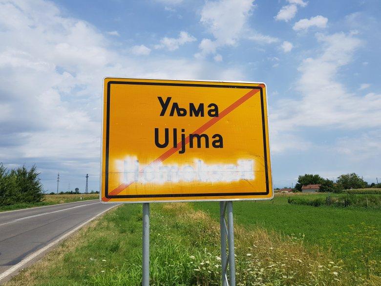 Rendszeresen bemázolják a magyar feliratú táblákat a Délvidéken