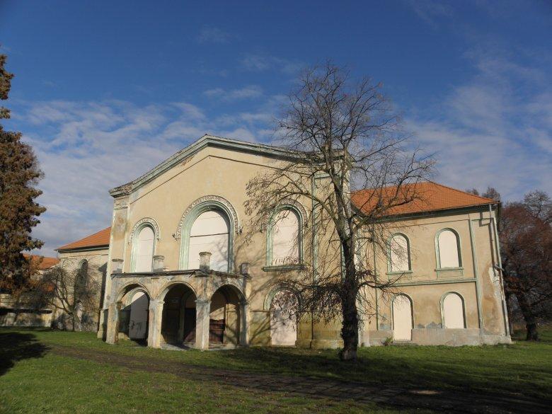 A széthordott kastély újjászületése Bonyhán