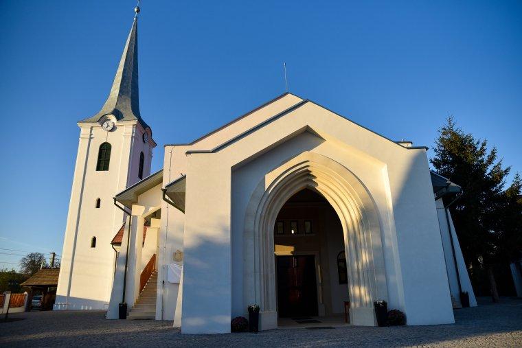 Erdély egyik legszebb új temploma Mezőpanitban – Kovács Tibor református lelkipásztor a közösségi hit erejéről