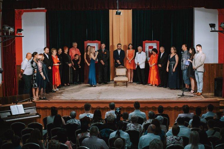 Húszéves az érmihályfalvi Móka-színház – tucatnyi díjat elhódított Magyarországról az érmelléki társulat