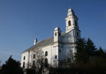 Szamosújvár örmény gyökerei –  Erdély legszebb barokk temploma a kisváros katolikus székesegyháza