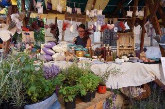 Nyílt tereken sem árulhatnak, de van megoldás – a kézművesek online térben kínálják portékáikat