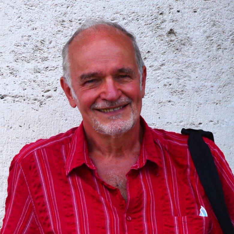 A sorozatgyártás a zenében sem művészet – beszélgetés Kürthy András világhírű operarendezővel