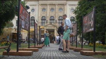 Hetven év a világ körül – a Magyar Állami Népi Együttes plein air kiállításán
