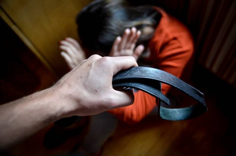 """Sokan érdeklődnek, de kevesen kérnek segítséget – még mindig """"szégyen"""" a családon belüli erőszak"""