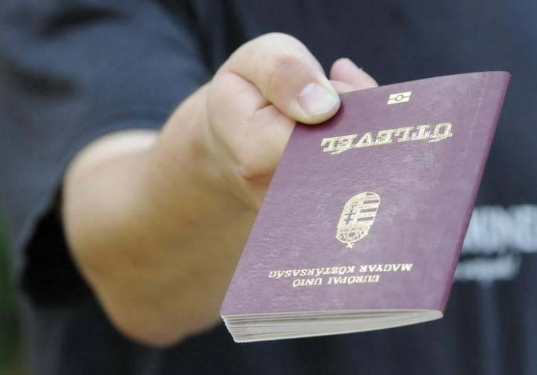 Olcsóbb lett a magyar útlevél, továbbra is ingyenes a magyar személyazonosító igazolvány
