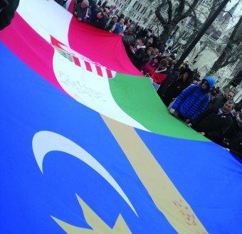 Testközelből a budapesti Békemenet