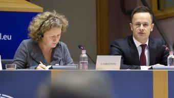 Mit is mond a Sargentini-jelentés?