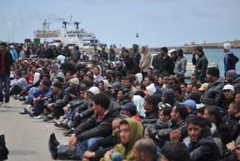 Négyszáz bevándorló érkezett egy nap alatt Lampedusára, az olasz belügyminiszter európai megállapodást sürget