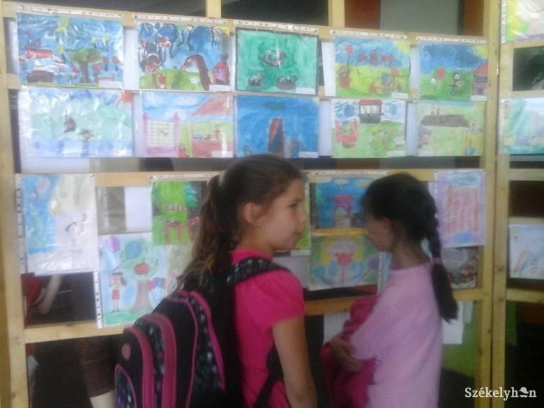 Rajz- és prózaíró pályázatot hirdetnek iskolásoknak a pápalátogatás kapcsán