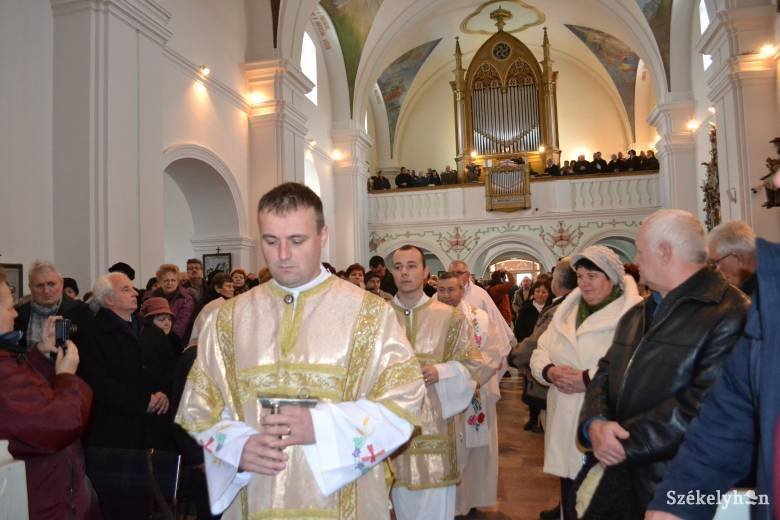 Orgona- és zászlószentelés Szent Miklós ünnepén Gyergyószentmiklóson
