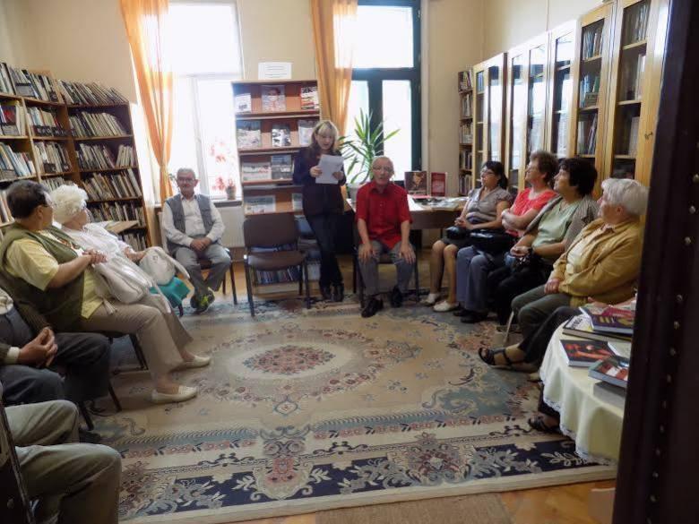 A könyvtár az idősek találkozási, kikapcsolódási helye is