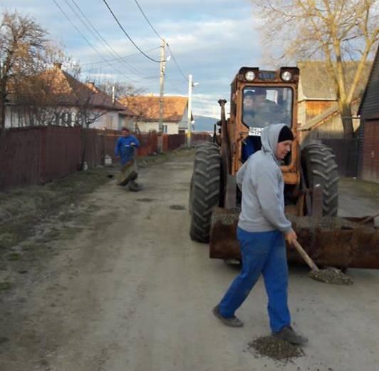 Ahol a szomszédság javítja meg az utat