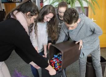 Iskolák is bekapcsolódtak a kupakgyűjtésbe