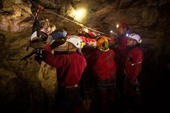 Balesetet szenvedett magyar barlangászt mentettek ki a Szolcsvai Búvópatak barlangjából