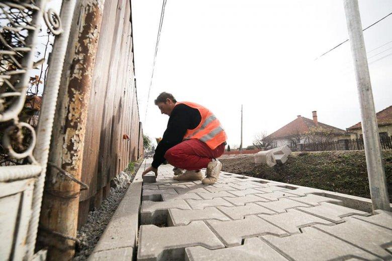 Járdaépítések és útjavítások Gyergyószéken
