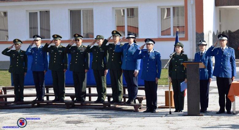 Kínai rendőrök tanítják önvédelemre a romániai csendőröket