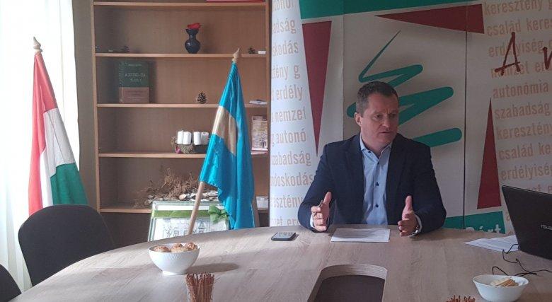 MPP: vannak arra vonatkozó bizonyítékok, hogy a volt belügyminiszter tudta, mi készül az úzvölgyi temetőnél