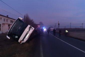 Ütközés autóbusszal – több személy is megsérült