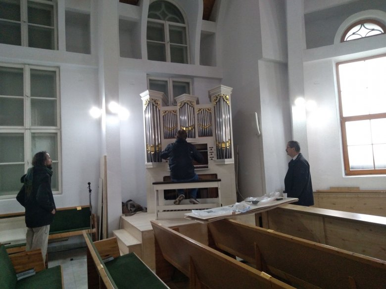 Orgonát avatnak a gyergyószentmiklósi református templomban