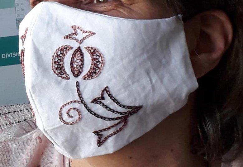Időseknek varrnak maszkokat Gyergyószentmiklóson