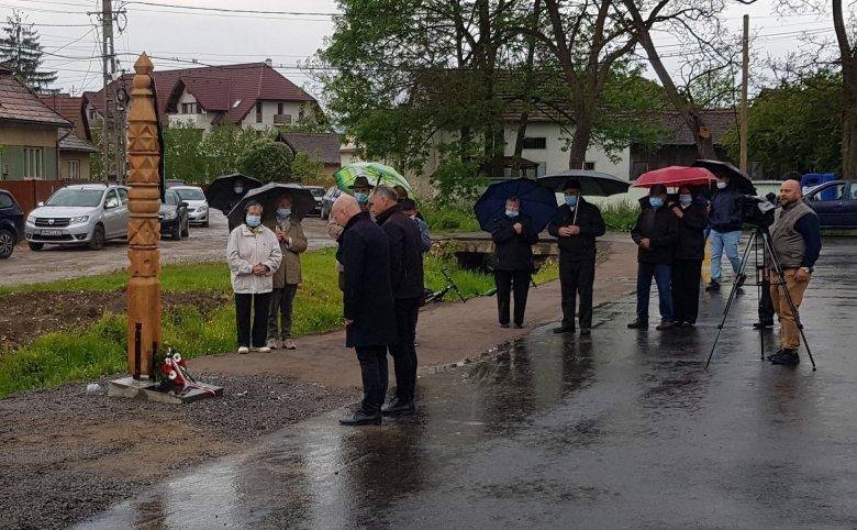 Kopjafát állítottak az összetartozás ünnepén Gyergyószárhegyen
