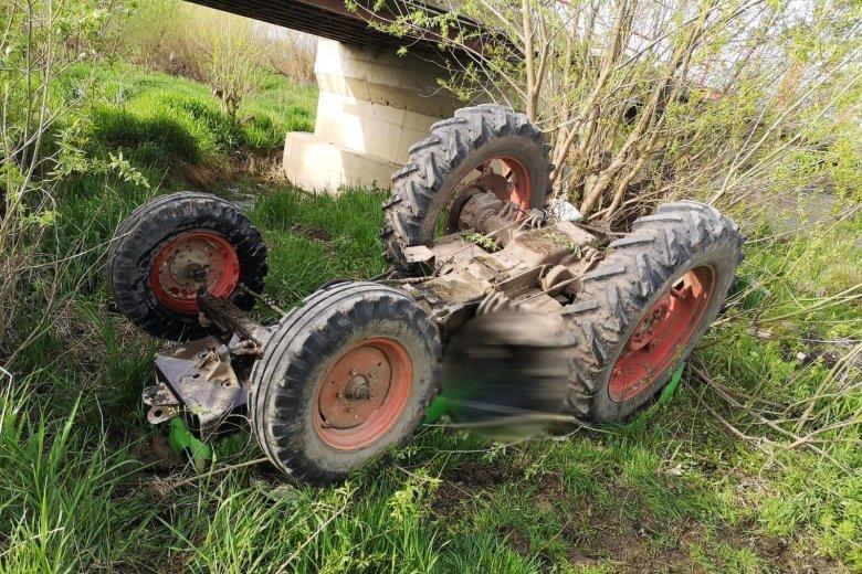 Életét vesztette a Marosba borult traktor sofőrje