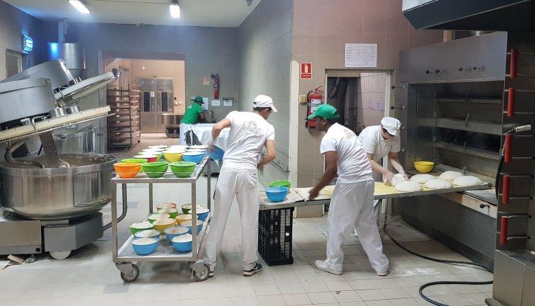 Saját éttermében alkalmazná a két Srí Lanka-i pékmestert egy moldvai vállalkozó