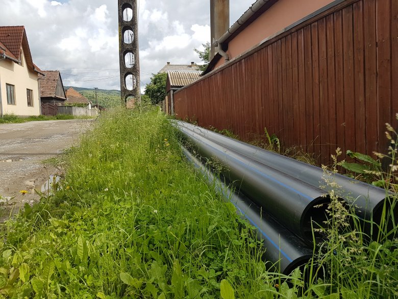 Az esőzések miatt késnek a víz- és szennyvízhálózat korszerűsítési munkálatai