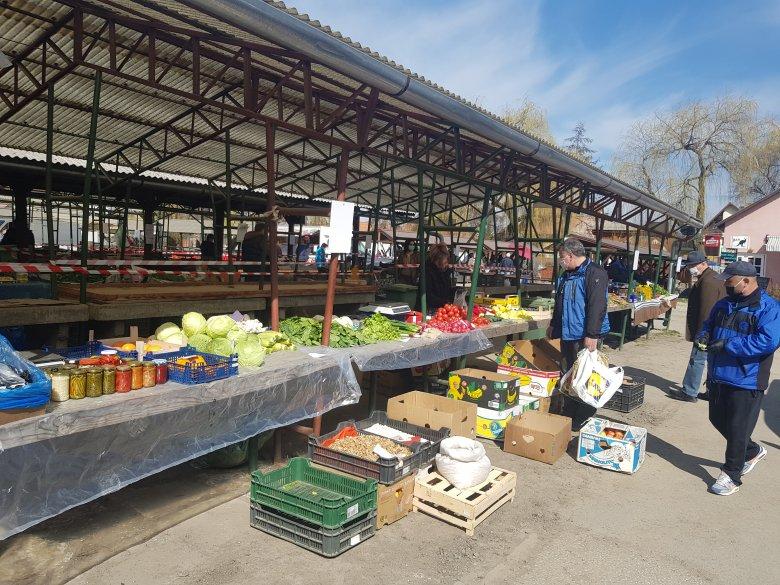 Nyugodt, fegyelmezett piacozás nagyszombaton